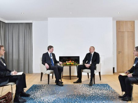 """Prezident İlham Əliyev Davosda """"Visa"""" şirkətinin prezidenti ilə görüşüb - FOTO"""