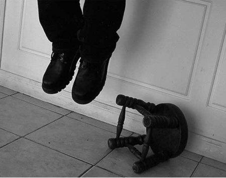 İş adamı özünü asdı - Azərbaycanda müəmmalı intihar