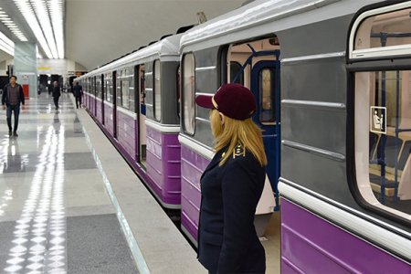 Bakı metrosunda qadın özünü qatarın altına atıb